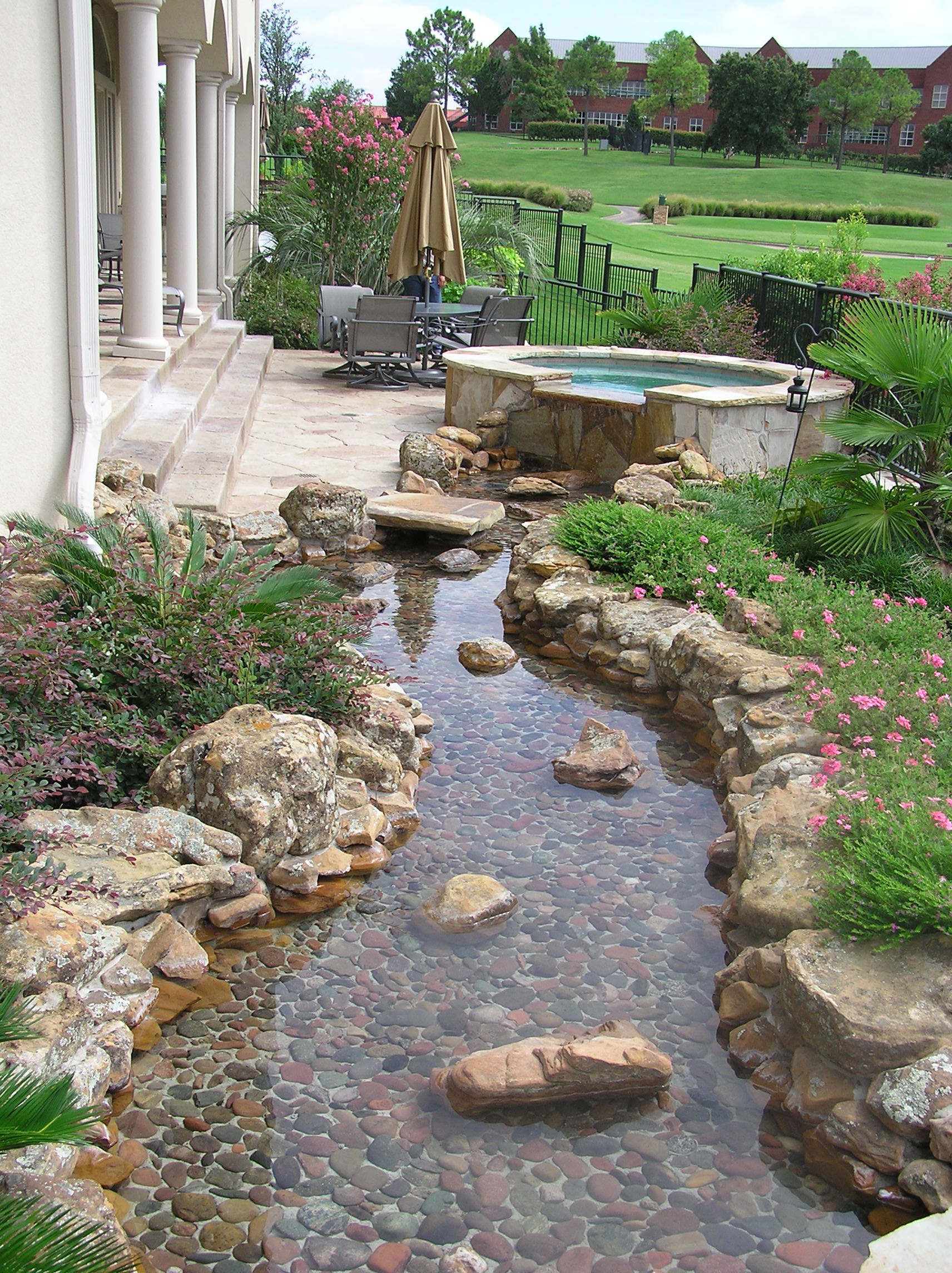 1000 images about patio lawn ideas on pinterest lawn for Rock landscaping ideas